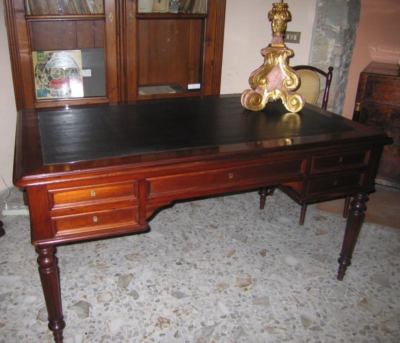 Scrivania in legno di mogano scrivanie in vendita for Vendita scrivanie